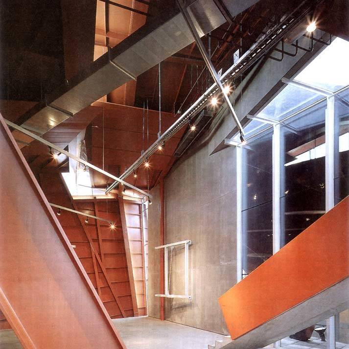 Het is duidelijk dat het niet altijd eenvoudig is een expositie in het Coop Himmelb(l)au paviljoen in te passen.